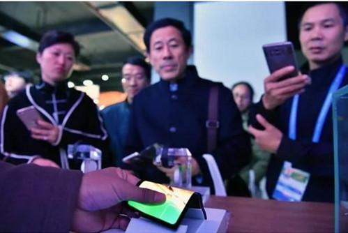 维信诺发布全球首款任意折叠柔性屏